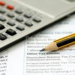 What uses of financial accounting information are made by the internal and external users