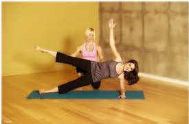 How to do the Plank Pose Leg Lift