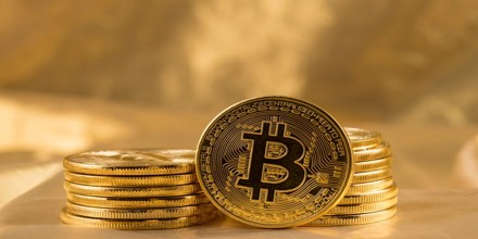 Bitcoin briefly breaks the $50,000 barrier as Coinbase's direct listing looms