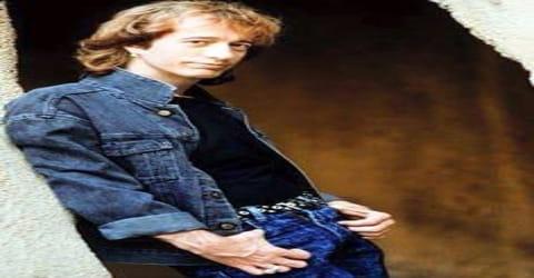 Biography of Robin Gibb