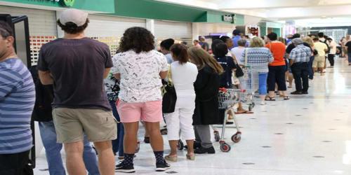 Caught in a Long Queue – a shopper's experience at a cashier's counter