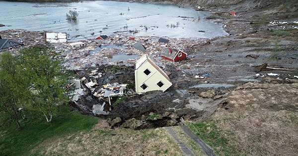 The horrific video shows the moment when eight houses around the ground fell into the sea