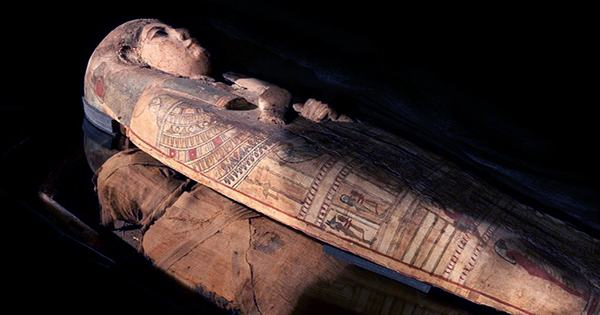 "Extremely Rare ""Mud-Caked Mummy"" Reveals Unusual Ancient Egyptian Mortuary Practice"