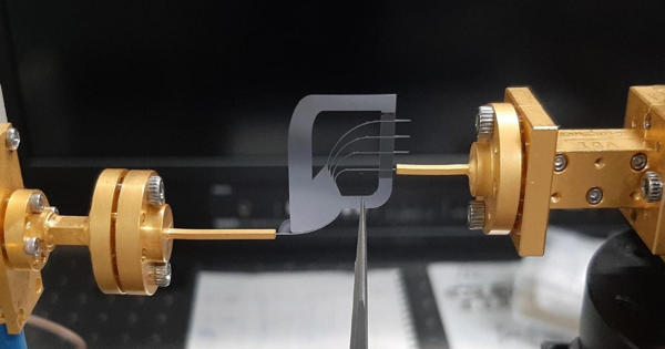 Researchers Produce a New Multiplexer Made from Silicon for Terahertz-range Communications