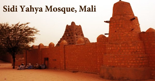 A visit to a historical place/building (Sidi Yahya Mosque, Mali)