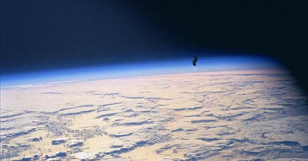 """The Black Knight Satellite: the """"13,000-Year-Old Satellite"""" Conspiracy Theorists think Sent Signals to Tesla"""
