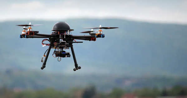 Drones Fly Faster than Human Race Pilots based on a New Algorithm
