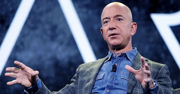 Jeff Bezos Offers NASA $2 Billion to Win Moon Mission Contract