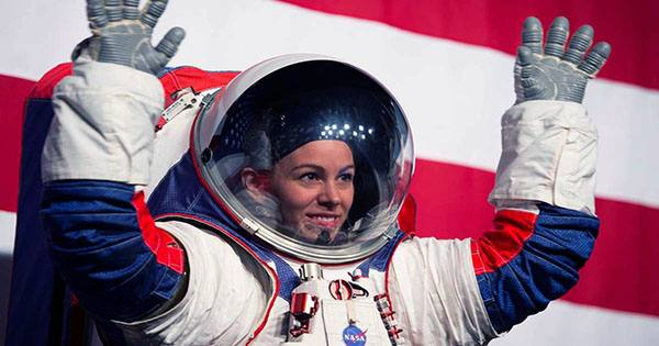 """Next Human Moon Landing """"Not Feasible"""" by 2024 Due to Delays on New Spacesuits"""