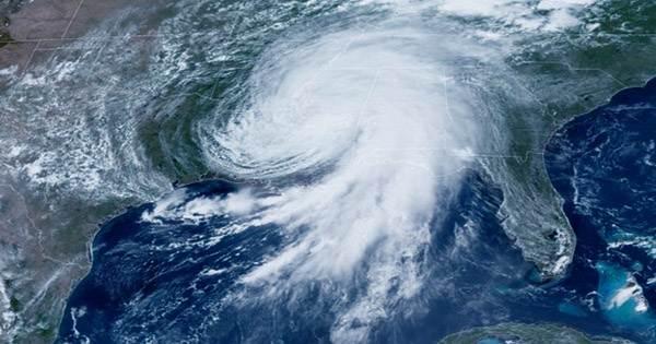 Hurricane Ida Claims First Death as Storm Batters Louisiana